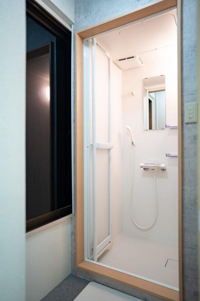 更衣室兼シャワー室
